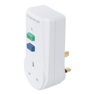 Disjoncteur différentiel actif avec prise GB 13 A - 250 V ~ 50 Hz
